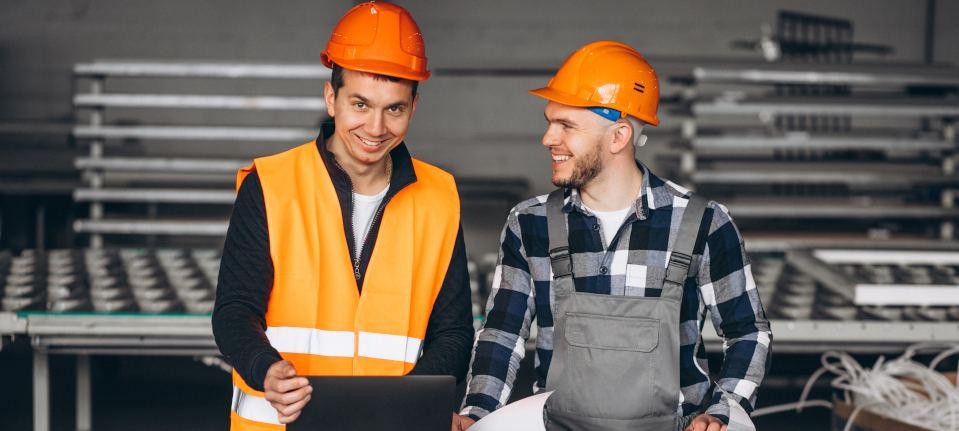 Inżynierowie pracujący nad projektem